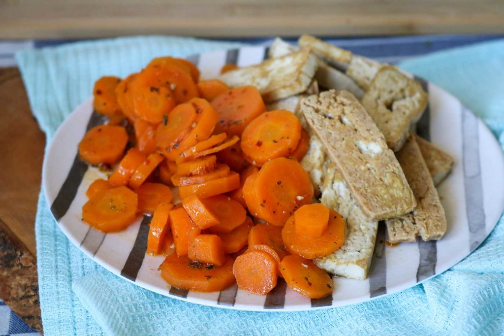 Fried tofu with carrots recipe